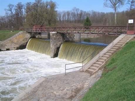 Pod splavem poblíž Rajhradic na Brněnsku se utopil patnáctiletý chlapec