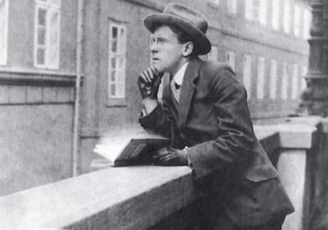 Otec Petera Demetze - na balkóně Stavovského divadla v Praze, kolem roku 1914