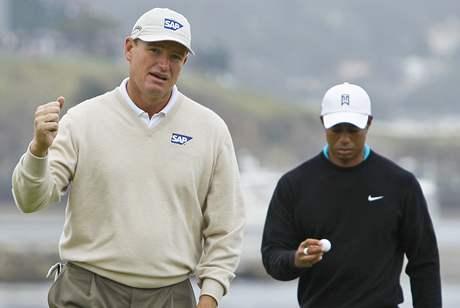 Ernie Els a Tiger Woods, druhé kolo US Open 2010.