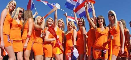 Fanynky fotbalist� Nizozemska byly kv�li mini�at�m vyvedeny ze stadionu.