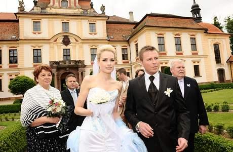 Markéta Divišová a Tomáš Fuxa se vzali na středočeském zámku Jemniště