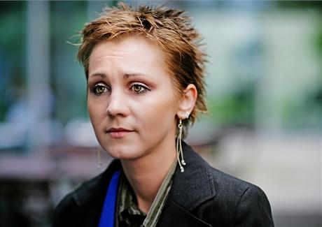 Dagmar Tauchenová - s pistolí v ruce osvobodila manžela převáženého vězeňskou eskortou