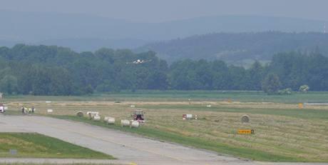 Letiště Hradec Králové - nouzové přistání letadla