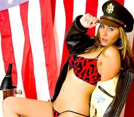 Pornoherečka Devon Jamesová, jedna z údajných milenek Tigera Woodse.