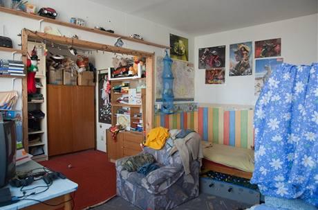 Velká místnost vznikla propojením dvou menších pokojů