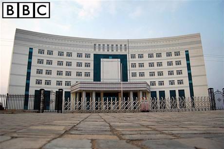 V severočínském městě Čching-šuej-che vyrostly vládní budovy i paneláky, lidé ale nepřišli.