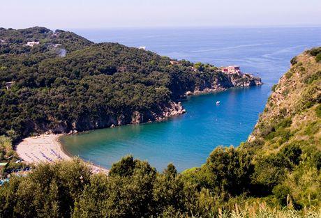 Itálie, Ischia, záliv San Montano
