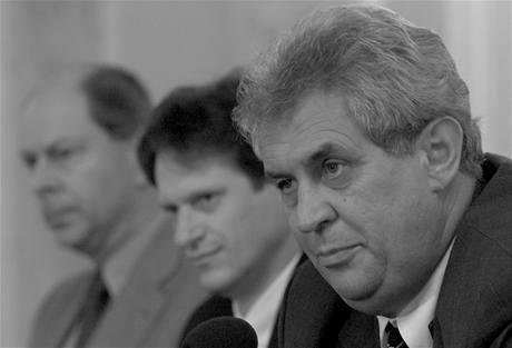 Josef Tošovský (vlevo), Pavel Mertlík, Miloš Zeman