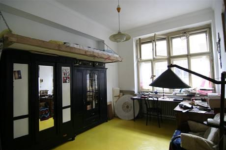 Matýskův žlutý pokoj má spaní hodně vysoko