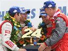Vítězná posádka vozu Audi po závodě 24 hodin Le Mans. Zleva: Mike Rockenfeller z Německa, Francouz Romain Dumas, Timo Bernhard (Německo) a týmový manažer Dr. Wolfgang Ullrich