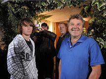 Otec Abby Sunderlandové Larry (vpravo) a její bratr Zac.