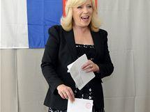 Předsedkyně SDKÚ-DS Iveta Radičová volí v parlamentních volbách (12. června 2010)