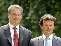 Šéfové BP přicházejí do Bílého domu. Vlevo předseda správní rady Carl-Henrik Svanberg, vpravo šéf firmy Tony Hayward