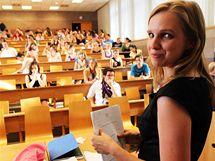 Poslankyně Věcí veřejných Lenka Andrýsová na pražské VŠE, kde si dodělává doktorát a učí. (10.6. 2010)