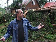 Kalamita po sobotní bouři, chatová oblast v Jedovnicích (14. červen 2010)