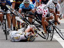 hromadný pád ve 4 . etapě závodu Kolem Švýcarska, za viníka byl určen Mark Cavendish (na zemi)