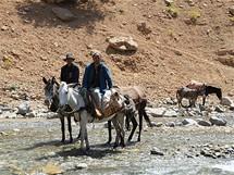 Místní pastevci, výjimečně dospělí, většinou pasou ovce a kozy děti