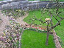 Terasu budují manželé společně se zahradou
