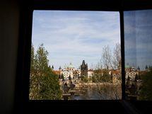 Stěží byste v Praze hledali byt s krásnějším výhledem na Prahu