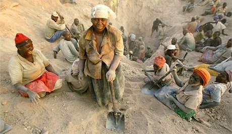 Diamantový důl v Marange na východě Zimbabwe. (listopad 2006)