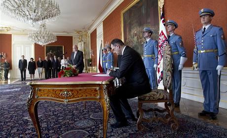 Václav Klaus jmenuje Petra Nečase premiérem. (28. června 2010)