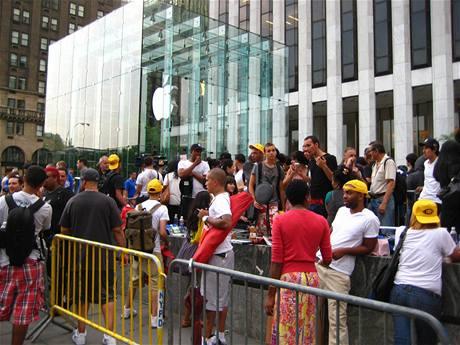 Zahájení prodeje iPhonu 4 v New Yorku