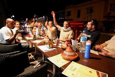 Neděle 20.06. Kdo chce marocký čaj-ruku nahoru