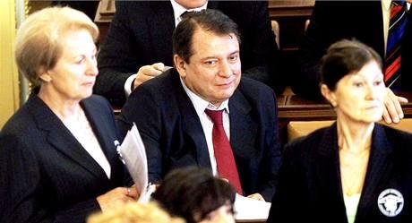 Bývalý předseda ČSSD Jiří Paroubek jako řadový poslanec ve Sněmovně. (22. června 2010)