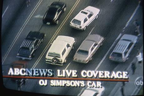 Televizní záběry ze zatýkání O. J. Simpsona na dálnici policií v Los Angeles 17. června 1994.