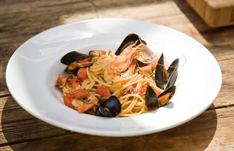 """Rybářské špagety """"alla pescatora"""" z toho, co dalo moře"""