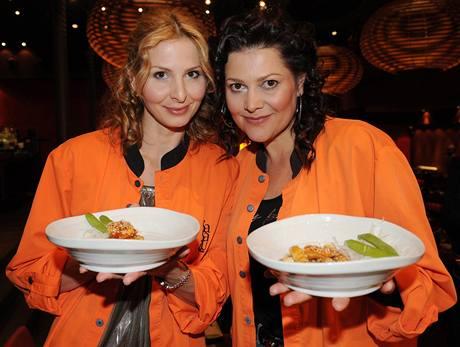 Ivana Gottová a Ilona Csáková na kurzu vaření