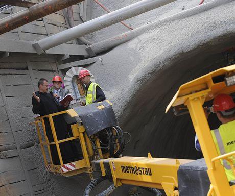Sošku Bém do čela tunelu usadil ze zdvižné plošiny.