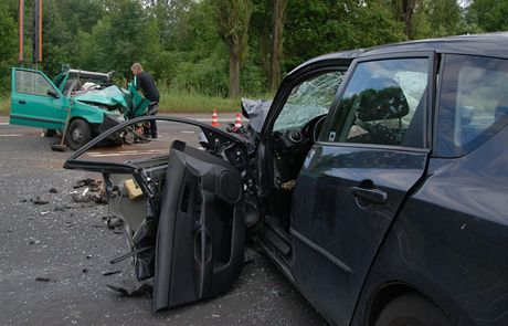 Nehoda v Karviné stála život mladého řidiče a jeho spolujezdce.