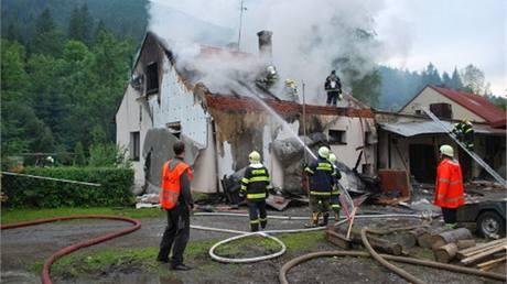 Výbuch a požár domu v Moráce na Frýdecko-Místecku (25. 6. 2010)