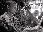 Článek o generálovi McChrystalovi v časopisu Roling Stone