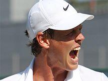 Tomáš Berdych se raduje z postupu do čtvrtfinále Wimbledonu