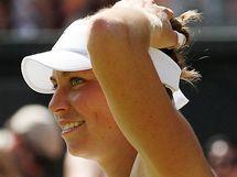 Vera Zvonarevová se usmívá, právě postoupila do semifinále Wimbledonu