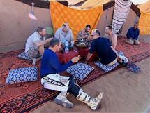 Středa 23.06. Den začíná snídaní připravenou berbery před jejich stany