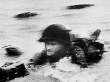 Vylodění americké armády v Normandii v místě s krycím názvem Omaha.  (6. června 1944)
