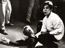 Ve stejný moment vyfotil umírajícího Bobbyho Kennedyho i fotograf Boris Yaro.