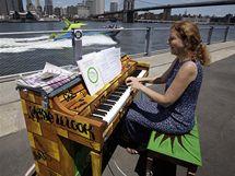 Newyorčané si mohou zahrát na piano přímo na ulici