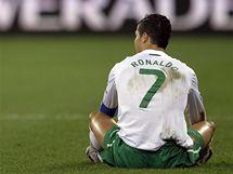 ZMAR. Portugalský kapitán Cristiano Ronaldo se na sebe zlobí po promarněné šanci.