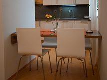 Po jeho sklopení vznikne stůl pro čtyři osoby