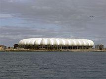 Stadion Nelsona Mandely stojí přímo u zátoky