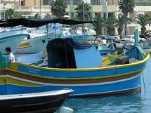Typicky barevné maltské lodičky