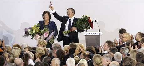 Polské prezidentské volby vyhrál podle prvních odhadů předseda dolní komory parlamentu Bronislaw Komorowski. (4. července 2010)