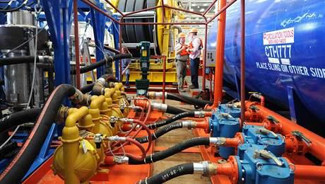 Loď Ella G. s nákladem centrifug na čištění zamořených vod (8. čerence 2010)