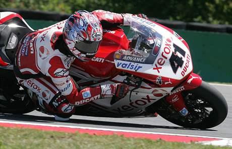 Mistrovství světa superbiků - Noriyuki Haga z Japonska na Ducati při tréninku.