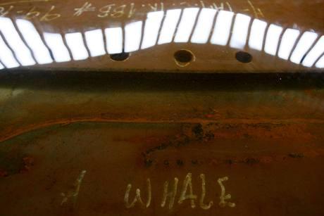 Jeden z dvanácti otvorů, který nasaje vodu na obřím tankeru tchajwanské společnosti TMT A Whale (červen 2010)