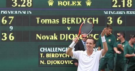 Tomáš Berdych těsně po semifinále tenisového Wimbledonu, v němž porazil Novaka Djokoviče
